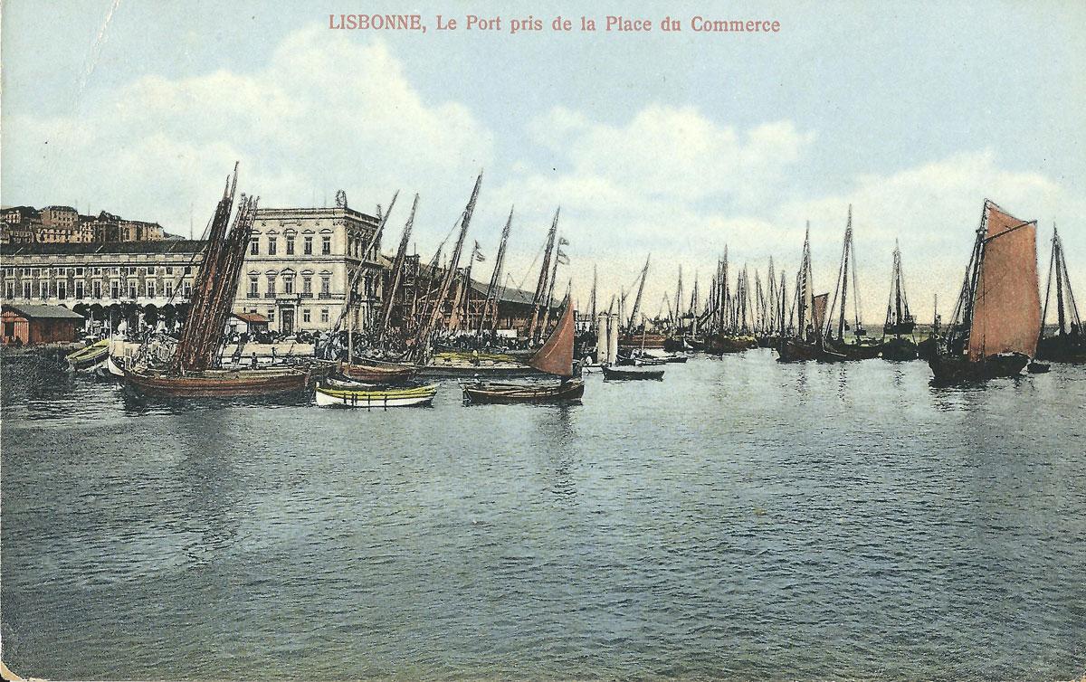Old postcard: Lisbonne, Le Port pris de la Place du Commerce