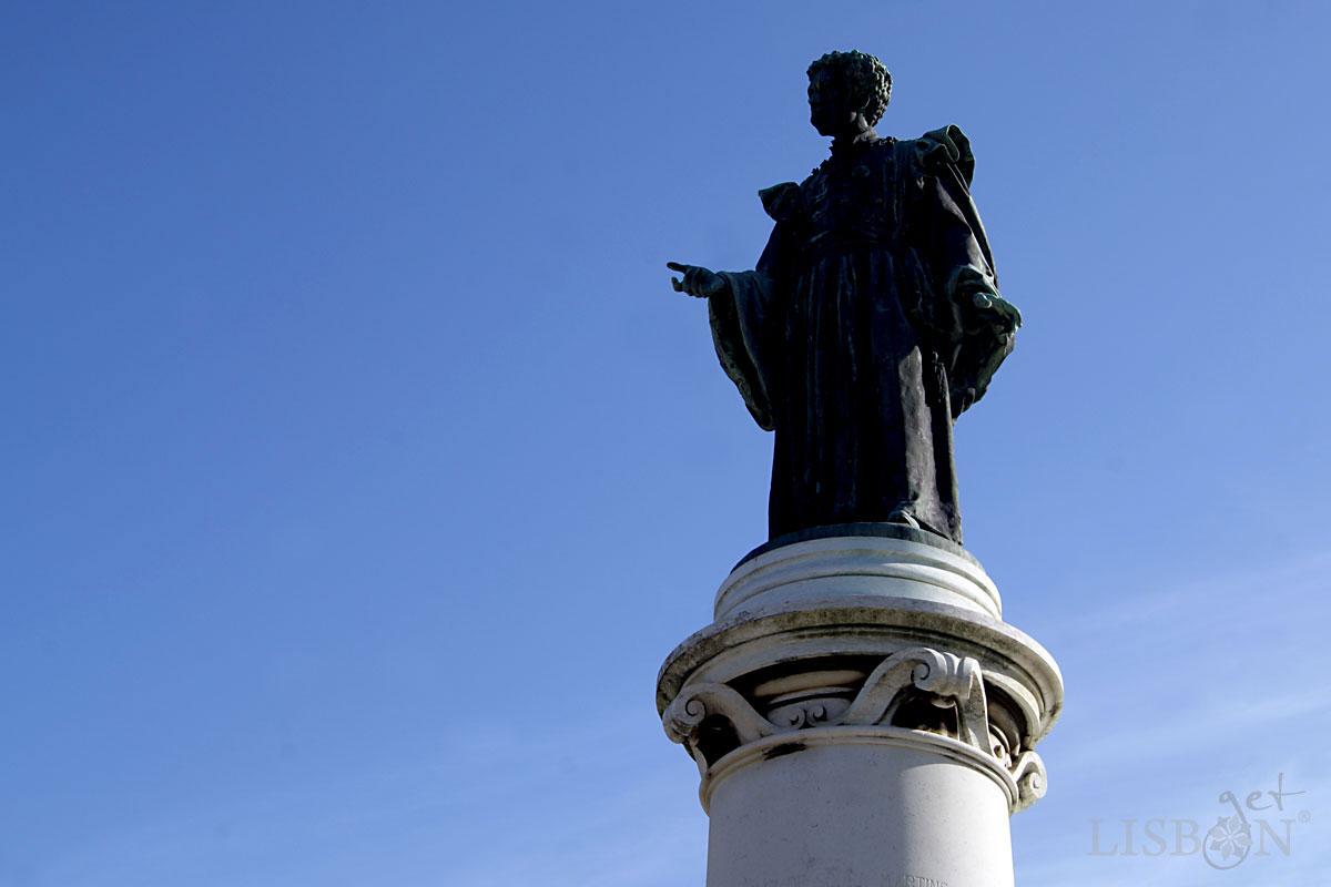 Bronze statue of Dr. Sousa Martins in Campo Mártires da Pátria
