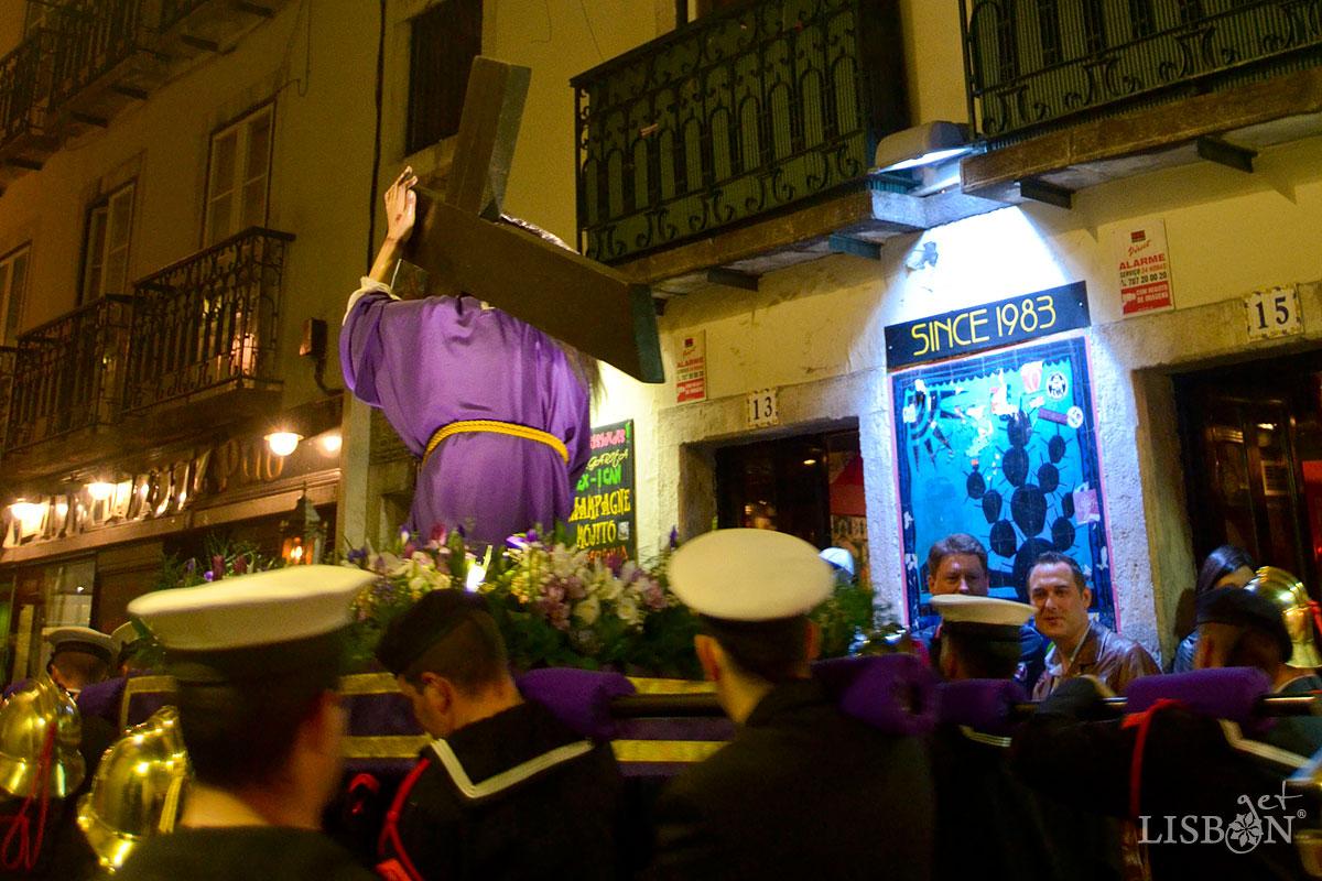 Procession of Senhor dos Passos: From Bairro Alto to São Roque
