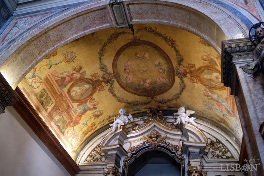 Ceiling of the main chapel of the Nossa Senhora da Oliveira Church