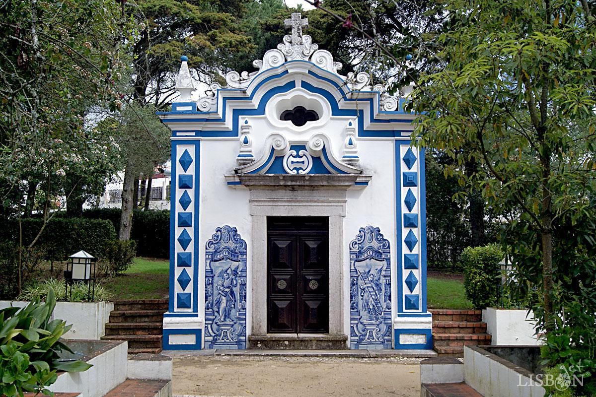 Solar dos Zagallos: Capela funerária dedicada ao Senhor dos Passos