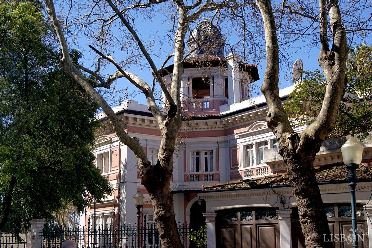 Small palace on no.3 in Rua de Júlio de Andrade