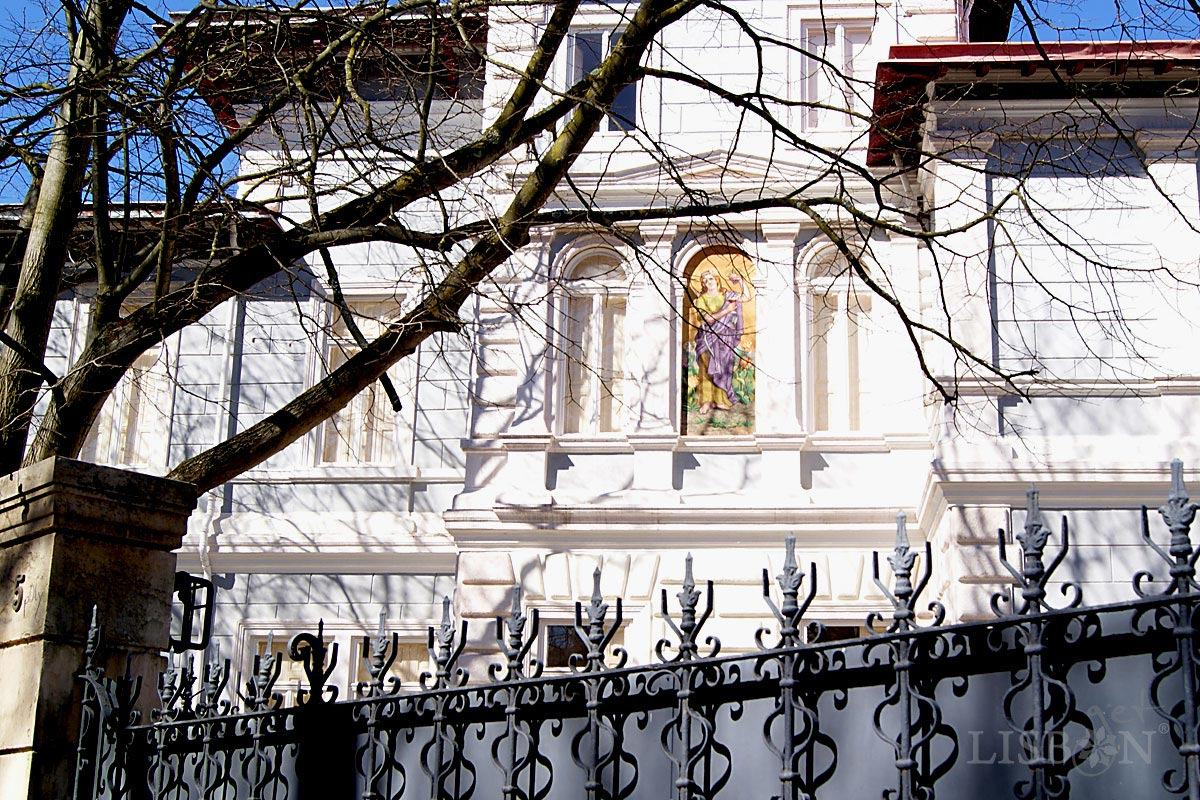 O Palacete Virtus no nº 5, Rua de Júlio de Andrade