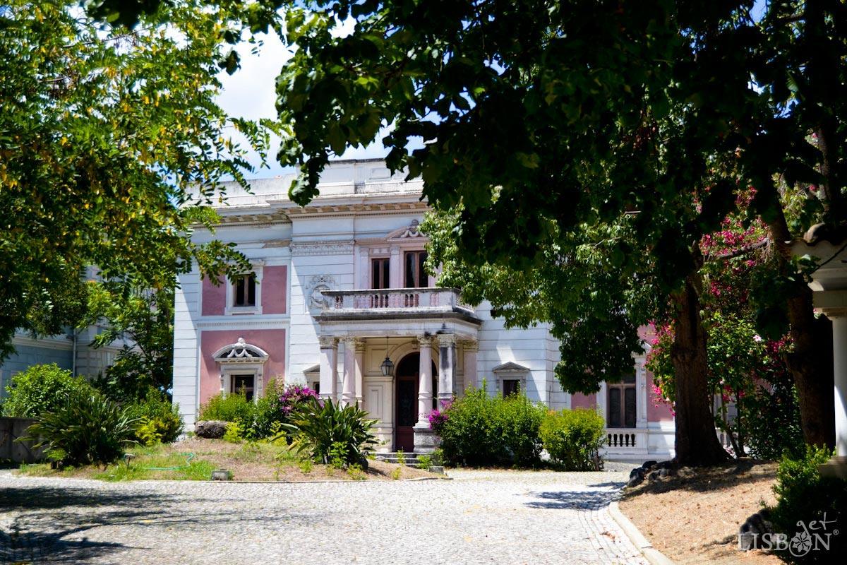 The no.7 and the House of the Spirits, Rua de Júlio de Andrade