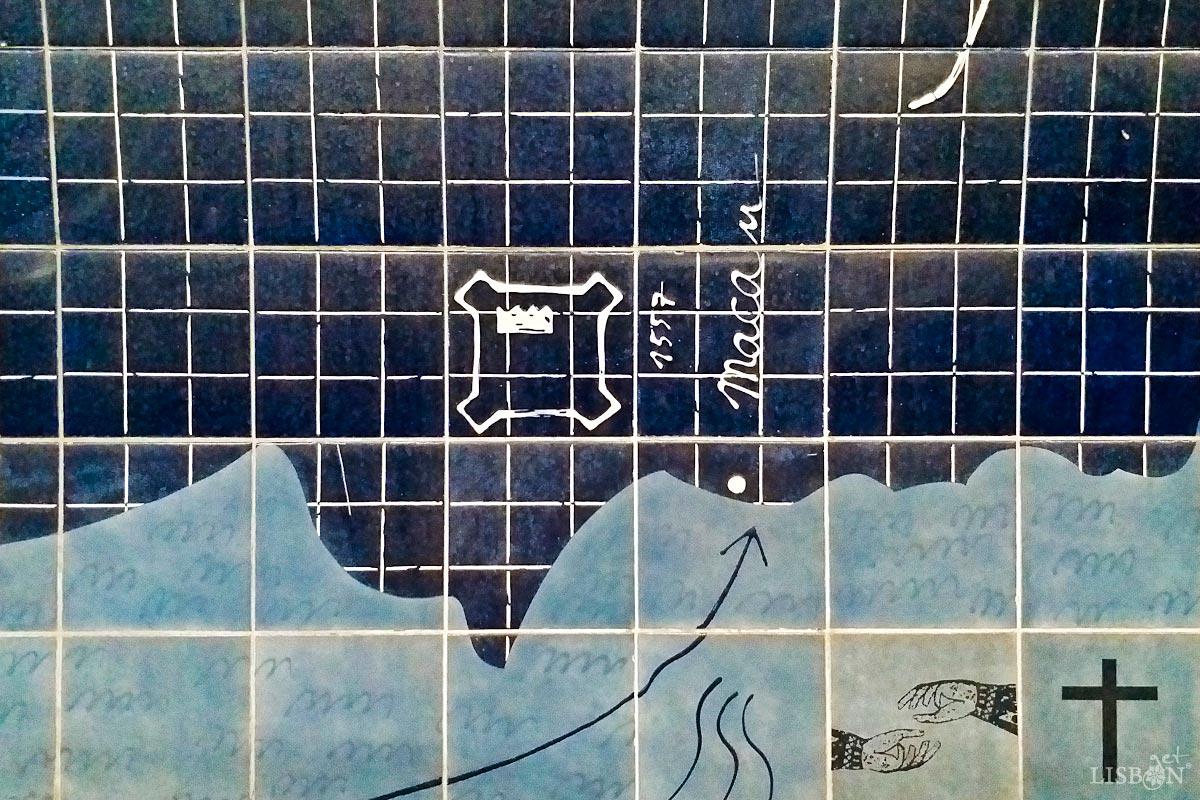 Painel de azulejo com referência a Macau, na estação de metro Parque, Lisboa