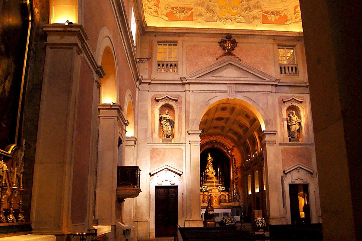 Interior da Igreja da Conceição Velha. ACapela-Mor era a antiga capela funerária de Dona Simoa Godinha