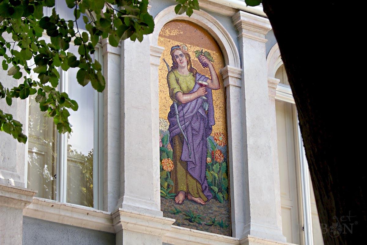 Italian mosaic of the Small Palace Virtus, Rua de Júlio de Andrade, Lisboa