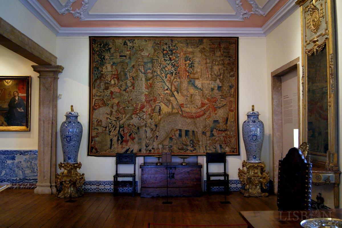 """Tapeçaria """"Cortejo com Girafas"""" da Oficina de Tounai, datada de c. 1510, Museu de Artes Decorativas Portuguesas, Lisboa"""