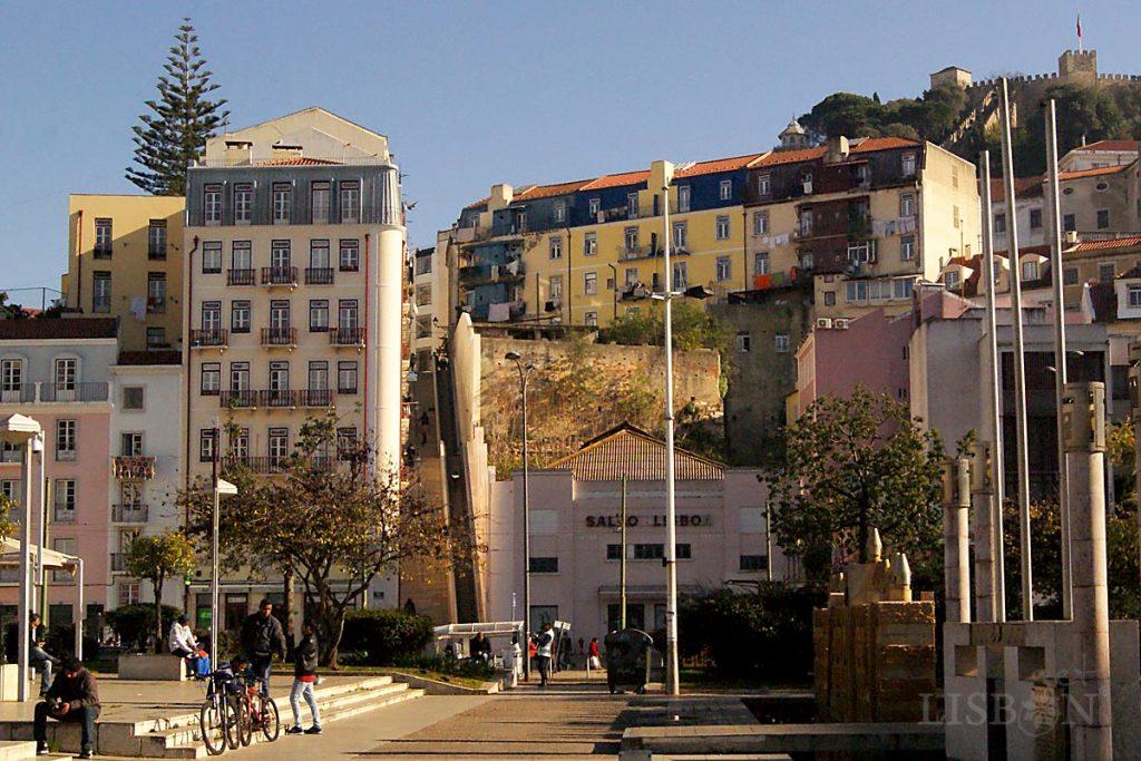 Escadinhas da Súde Scalators connect Martim Moniz Square to the Rua Marquês de Ponte de Lima