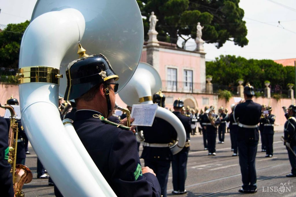 """The """"Brinco da Banda"""" consists in a """"self-commanded drill"""", before and after a music exhibition, executed by the Martial Band and Fanfare."""