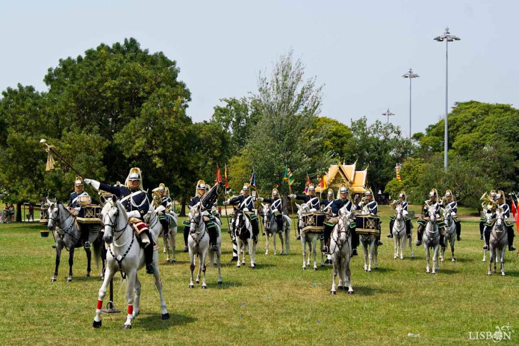 Mounted Brass Band: this musical group was formed in the 1940's and it was in the Portuguese-British Tattoo, in 1957, during the visit of Elizabeth II, Queen of the United Kingdom that they impressed the whole audience, having gained since then great prestige.