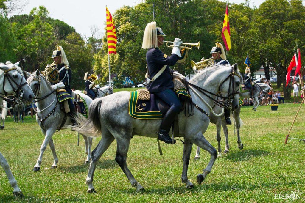 A Charanga a Cavalo da GNR é a ÚNICA NO MUNDO que executa trechos musicais a galope.