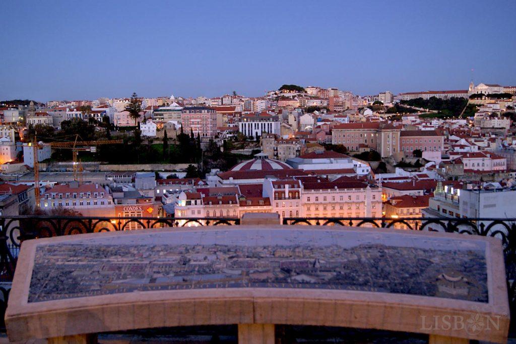 Tile panel with the representation of the views of the city in the São Pedro de Alcântara Viewpoint; author Fred Kradolfer