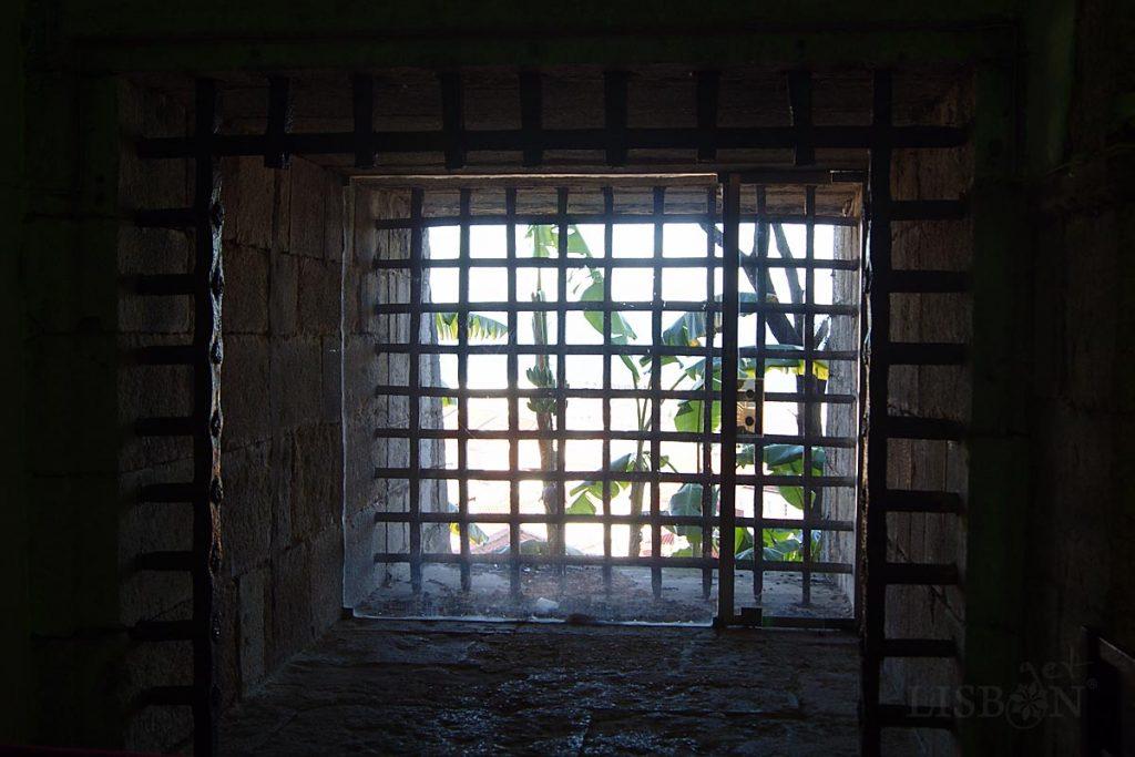 Uma janela: vestígios da antiga cadeia do Limoeiro