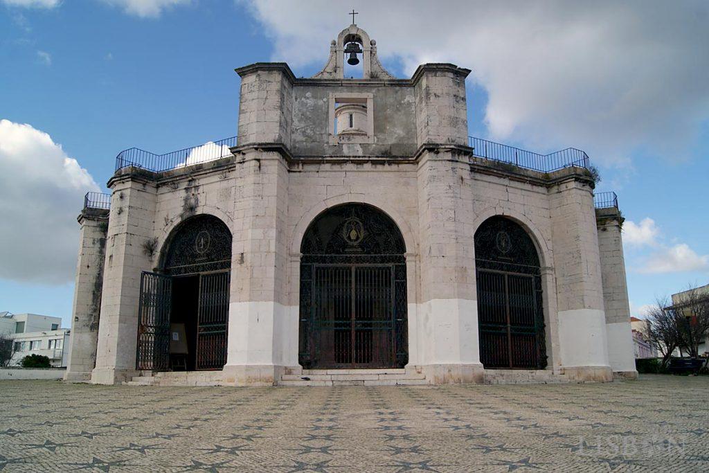 A Capela de Santo Amaro consiste num edifício de planta centralizada rematada por cúpula, cuja concepção é atribuída a Diogo de Torralva, arquitecto que explorou a estética Maneirista.