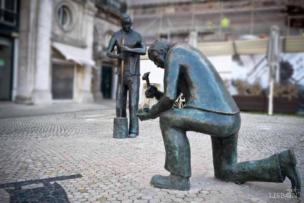 Homenagem da Cidade de Lisboa aos Calceteiros, Praça dos Restauradores