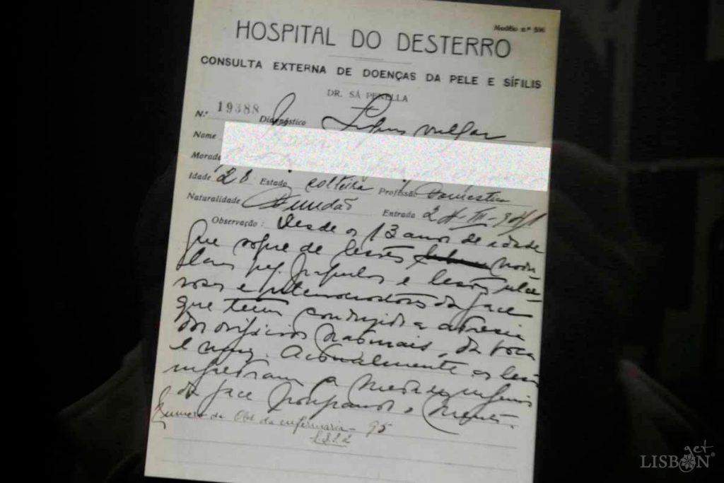 icha de uma doente da consulta externa de doenças da pele e sífilis do Hospital do Desterro (1941), da Colecção de Dermatologia do Hospital dos Capuchos