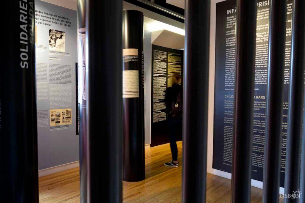 Museu do Aljube: Notável adaptação do imóvel a espaço museológico. Atente na escolha de cores e organização do espaço, directamente comprometidas com a mensagem que se pretende passar.
