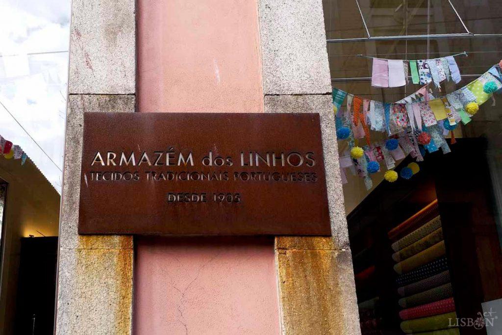 Armazém dos Linhos, estabelecimento de venda de tecidos, na cidade do Porto desde 1905