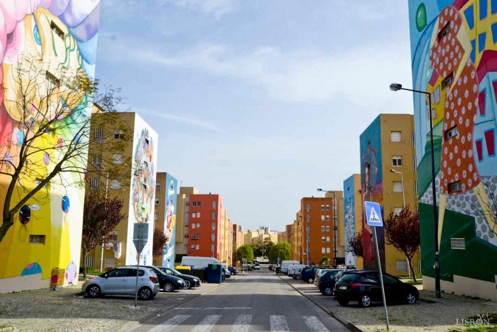 """""""Bairro novo"""" – blocos de prédios com intervenções de arte urbana"""