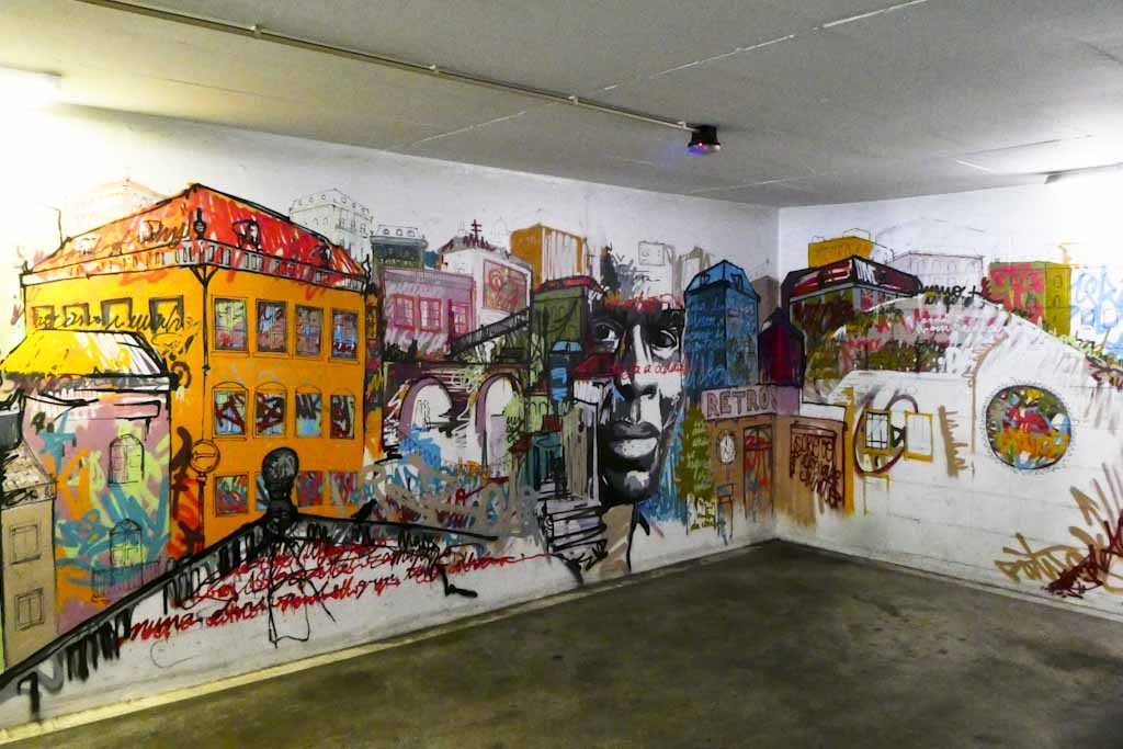 No Piso 4 temos o trabalho de Miguel Januário, um artista portuense que nos deixa fascinados com os pormenores da sua recriação da cidade de Lisboa.