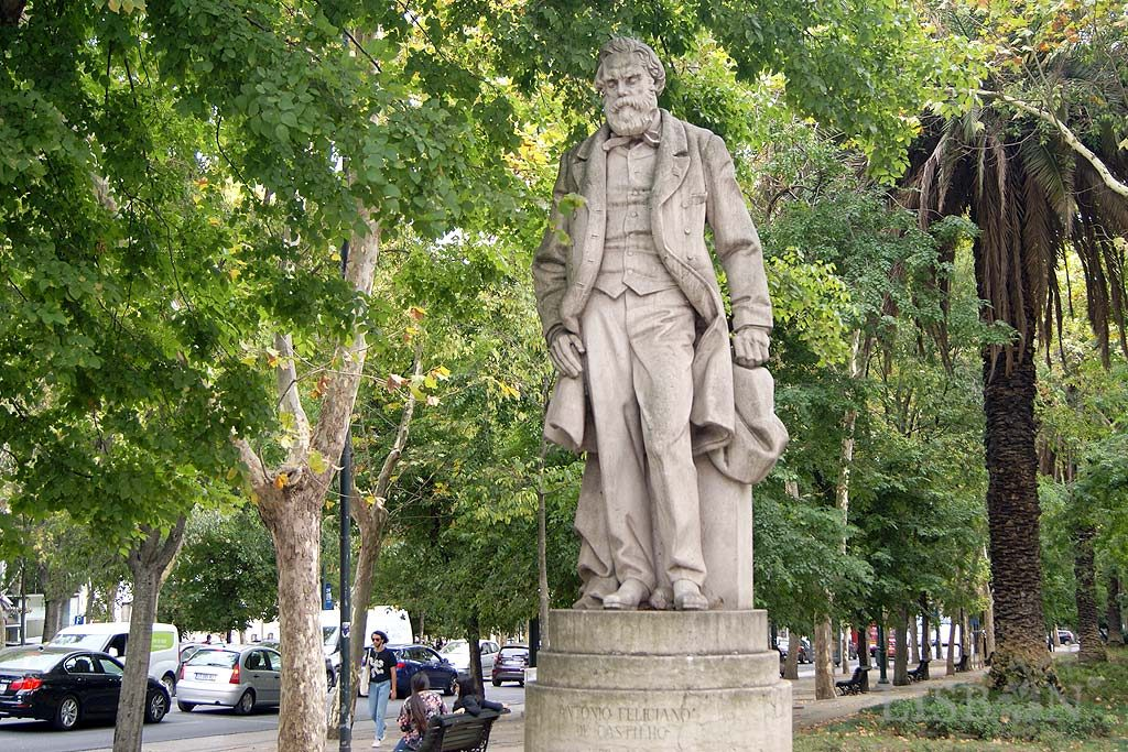 Estátua de Vulto de António Feliciano de Castilho escritor ultra-romântico defensor dos cânones clássicos e conservadores