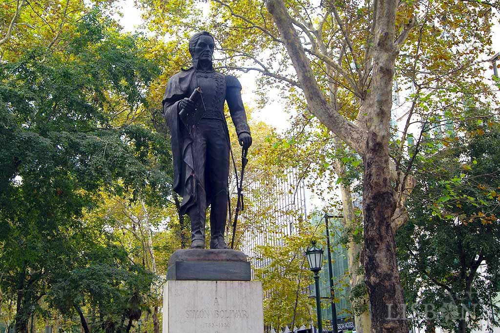 Estátua de vulto, em bronze de Simón Bolívar, de Arturo Rus Aguilero, 1978