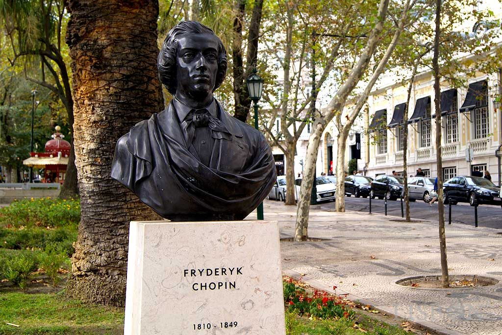 Bust of Fryderyk Chopin in bronze reproduction of the original piece in marrble sculpted by Bolesław Syrewicz (1835-1899)