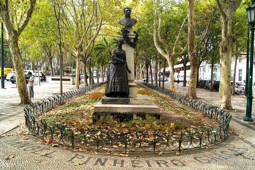 The Sculptures of Liberdade Avenue - East: Sculptural set of tribute to Pinheiro Chagas, by Costa Motta-tio, produced in 1908