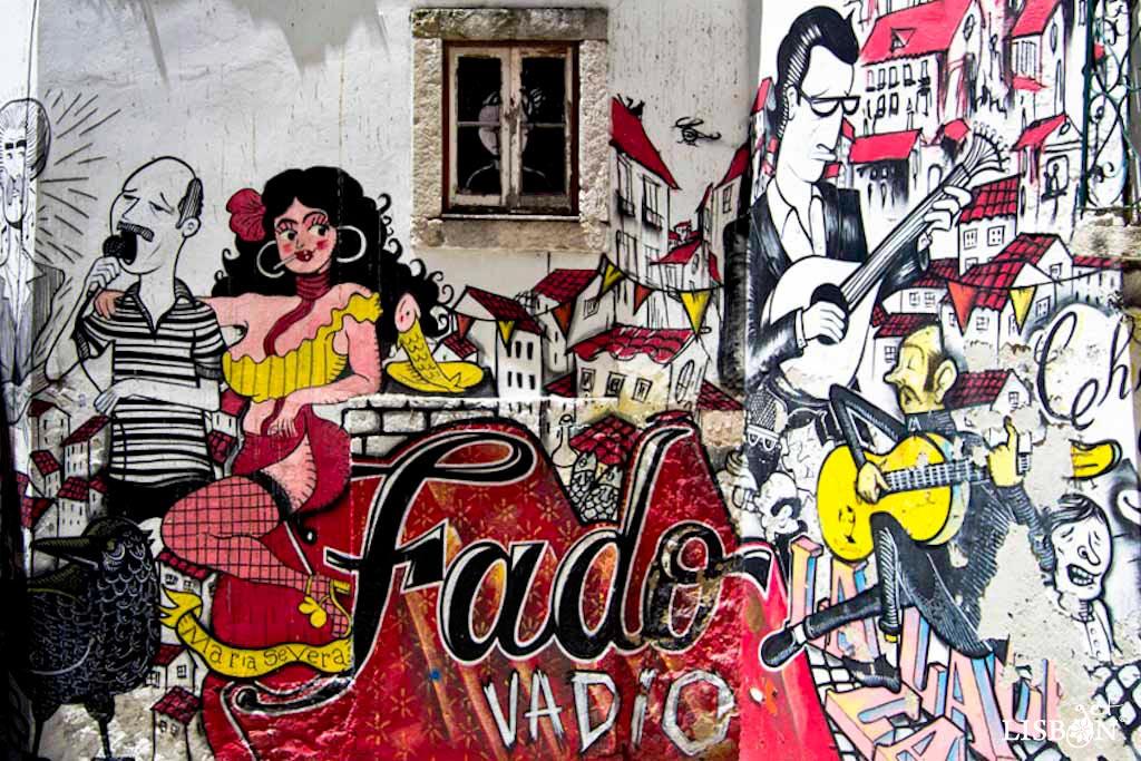 The mural Fado Vadio, in Escadinhas de São Cristóvão, Mouraria