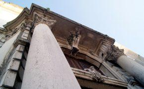 As Colunas que o Terramoto Deslocou