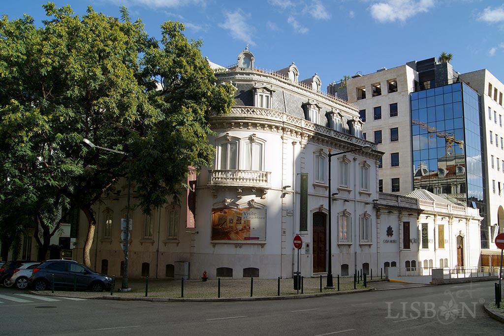 Medeiros e Almeida House-Museum - a small palace in Rua Rosa Araújo