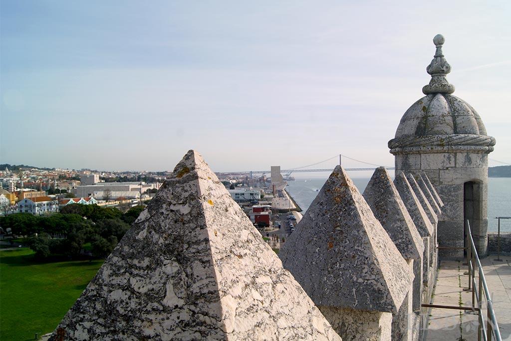 A Torre de Belém ou Torre de São Vicente é o incontornável ex-líbris, situado na zona ocidental da cidade e um dos miradouros em monumentos nacionais de Lisboa que seleccionámos.