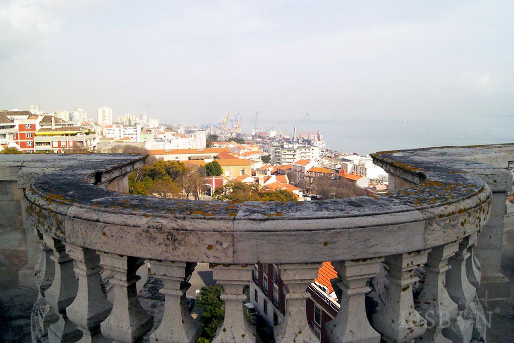 A cúpula da Igreja de Santa Engrácia marca o relevo da cidade de Lisboa com tal intensidade que parece impossível que tenha apenas pouco mais que cinco décadas.