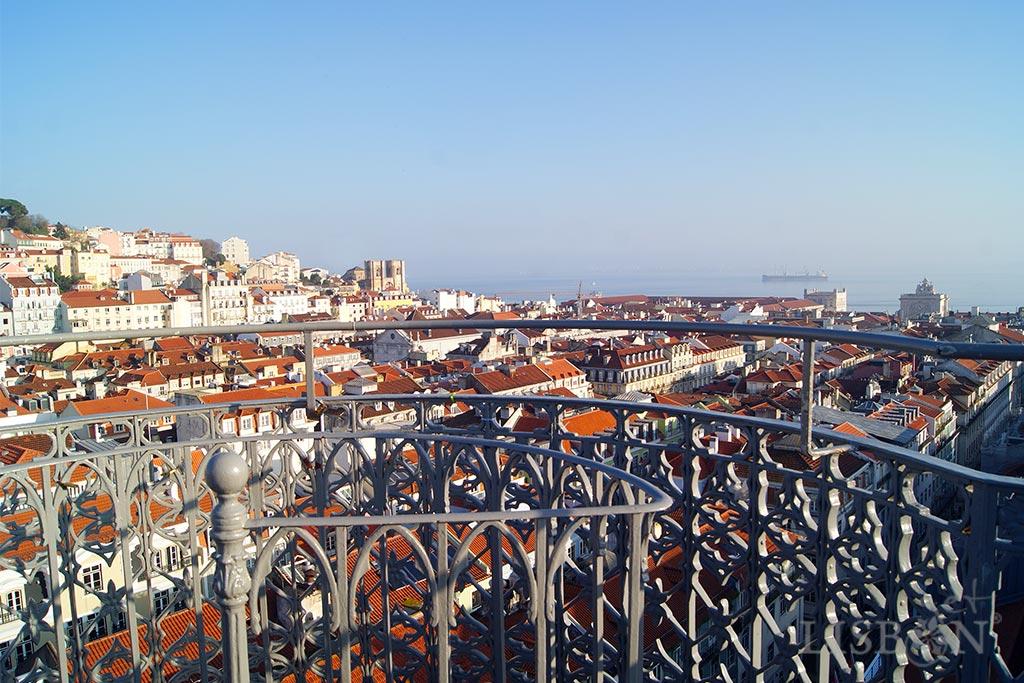 O elevador de Santa Justa, construído entre 1900 e 1902, começou por ser um dos elevadores e funiculares de Lisboa que ajudavam a população a vencer os acentuados declives da cidade.