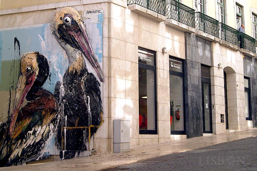 Obra de Bordalo II: Pelicans, Parque das Nações, junto ao Elevador de Santa Justa, Lisboa