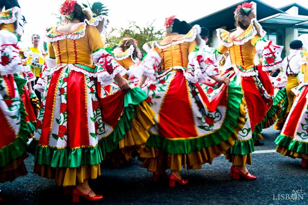 Marcha Popular de Alfama, 2018, Lisboa. Lamentavelmente a getLISBON terminou esta viagem ao oriente, sem poder captar imagens da Marcha do Alto da Pina na Parada de Celebração do Ano Novo Chinês, um dos 7 sinais de Lisboa em Macau que escolhemos para si.