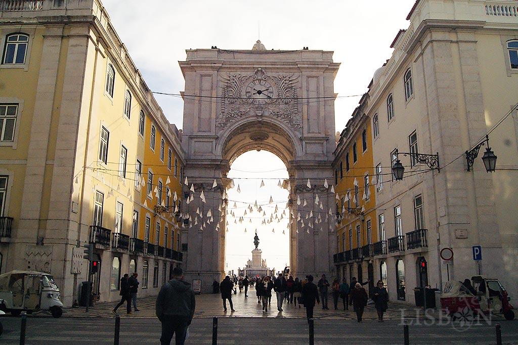 Face Norte do Arco da Praça do Comércio onde se encontra o relógio