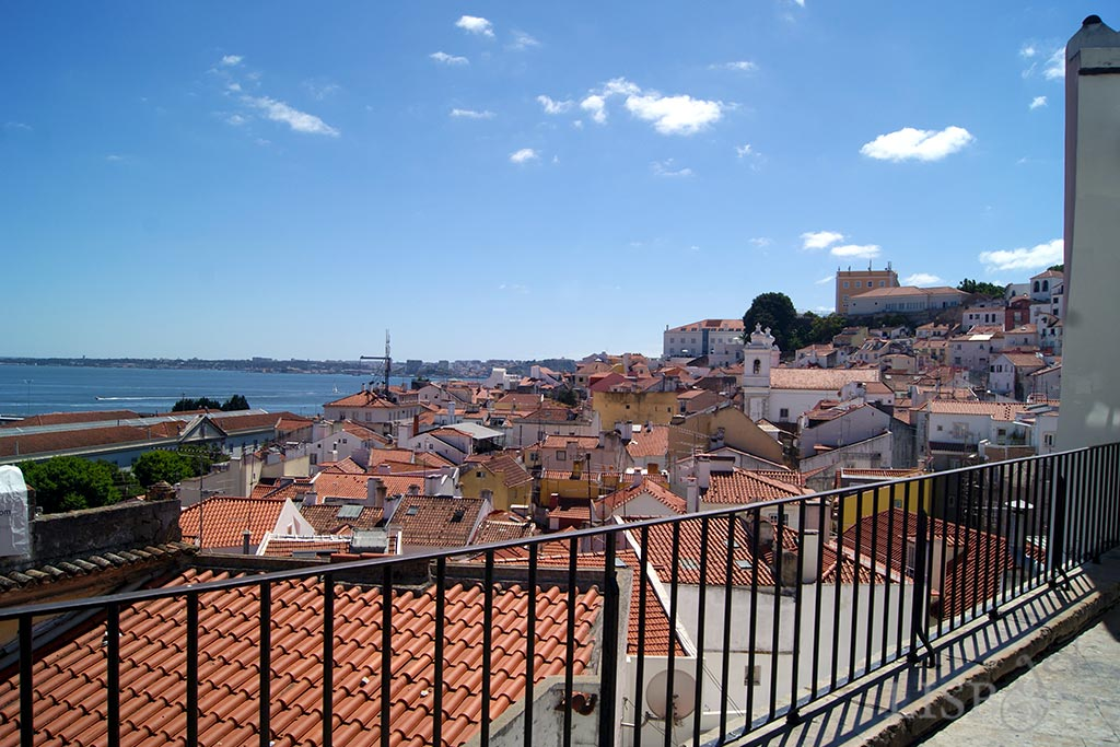 Viewpoint of Santo Estêvão located only over a kilometre away from the Viewpoints of Santa Luzia and of Portas do Sol