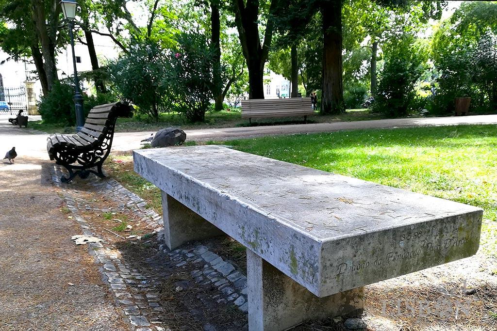O banco mais antigo encontra-se no Jardim da Estrela