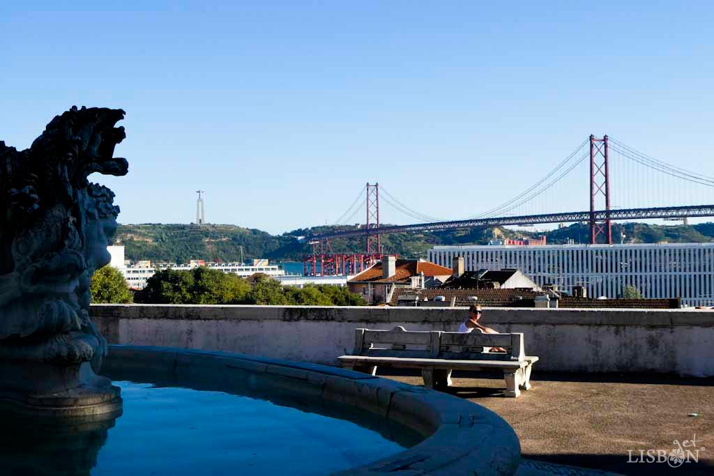 5 Discreet Viewpoints of Lisbon: the Viewpoint of Largo das Necessidades is situated in the Olavo Bilac Garden, in front of Necessidades Palace and its respective park.