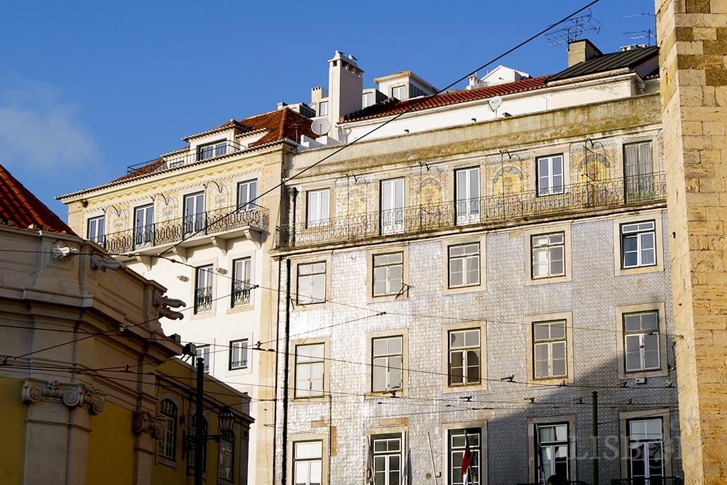 A façade covered in tiles near Sé of Lisbon