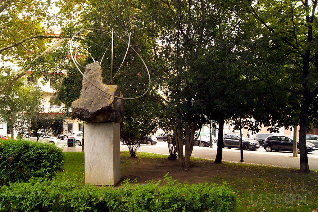 Memorial to Antero de Quental by the sculptor Lagoa Henriques in Príncipe Real Garden. This abstract sculpture made of concrete, stone and steel refers to Antero's last poetry phase, where he acquired a metaphysical tone, an anguished expression of the search for the meaning of existence.