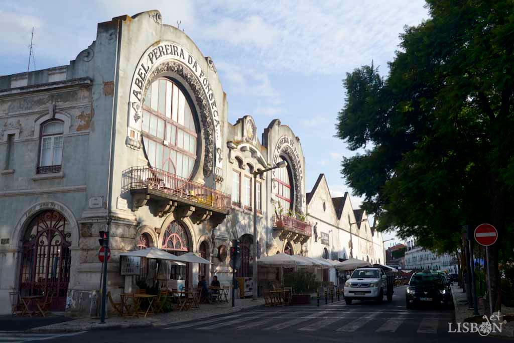 A recente tendência de transformar edifícios degradados em espaços como: pólos culturais, galerias de arte, concept shop, empresas tecnológicas, restaurantes, entre outros, tornou Marvila Antiga numa nova atracção de Lisboa.