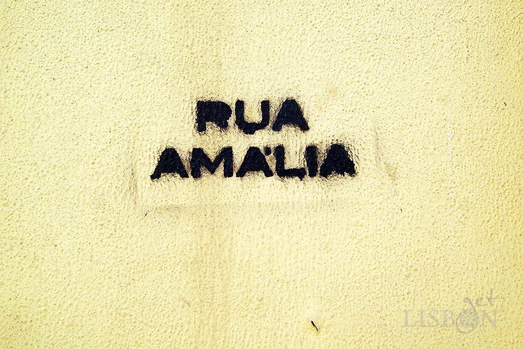 """""""Rua Amália"""" in graffiti, Rua de São Bento"""
