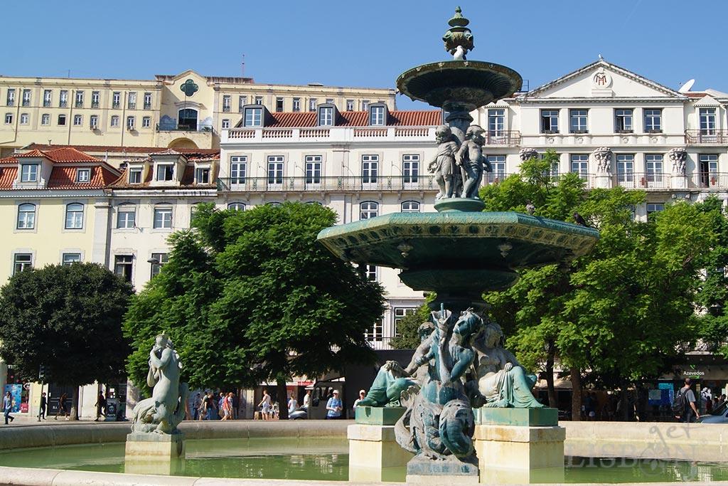 Rossio Square in front of nº26, where Eça de Queiroz lived
