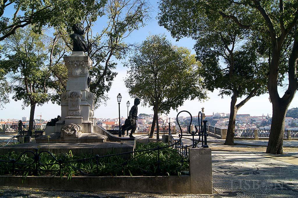 Monumento de homenagem a Eduardo Coelho