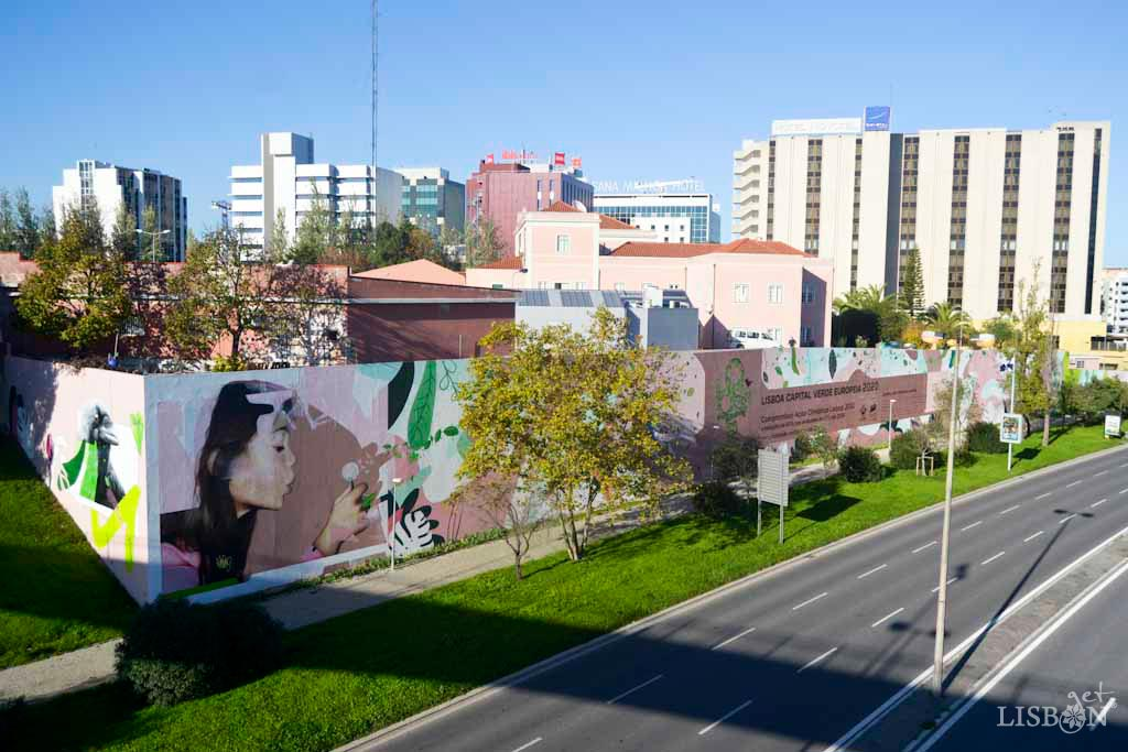 Mural do Compromisso: In an area of 1000 square metres, Smile, in collaboration with Viúva Lamego Factory, gathered graffiti and tiles. He painted animals, plants, flowers and a girl blowing a dandelion that symbolises the beginning of change, taking into account the climate objectives.