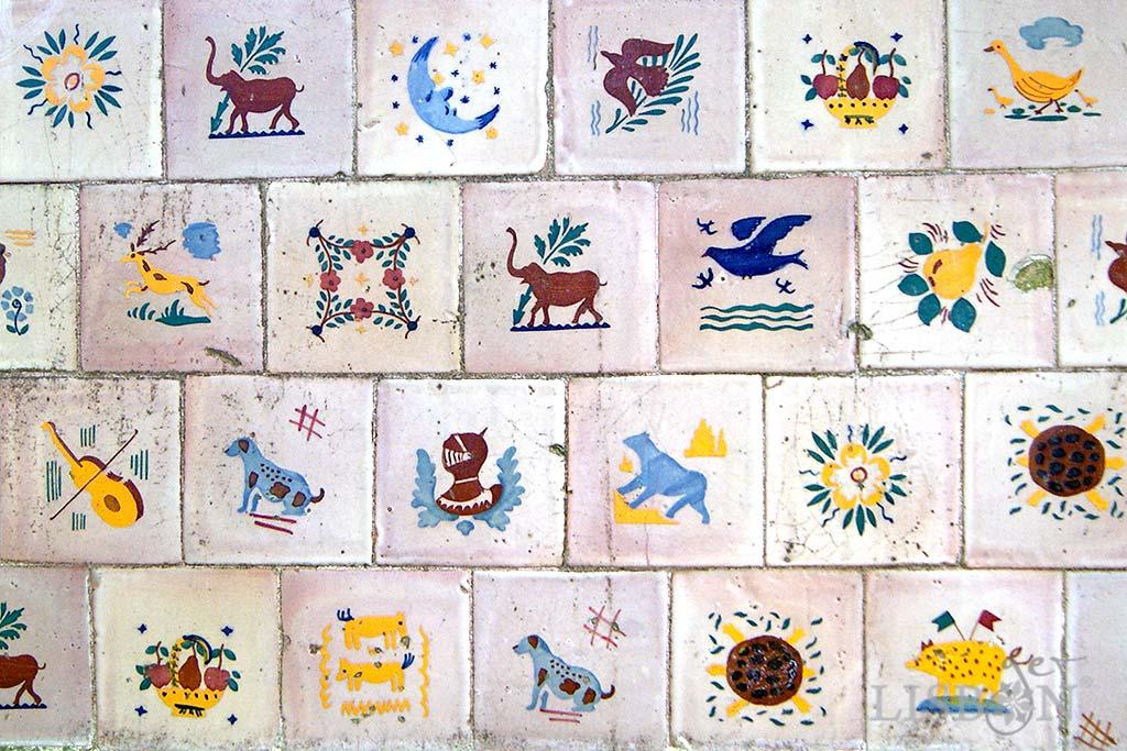 Lambrilhas produced by the Viúva Lamego Factory, located in Solar dos Zagallos