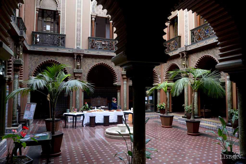 Casa do Alentejo Association: neo-Arab style courtyard
